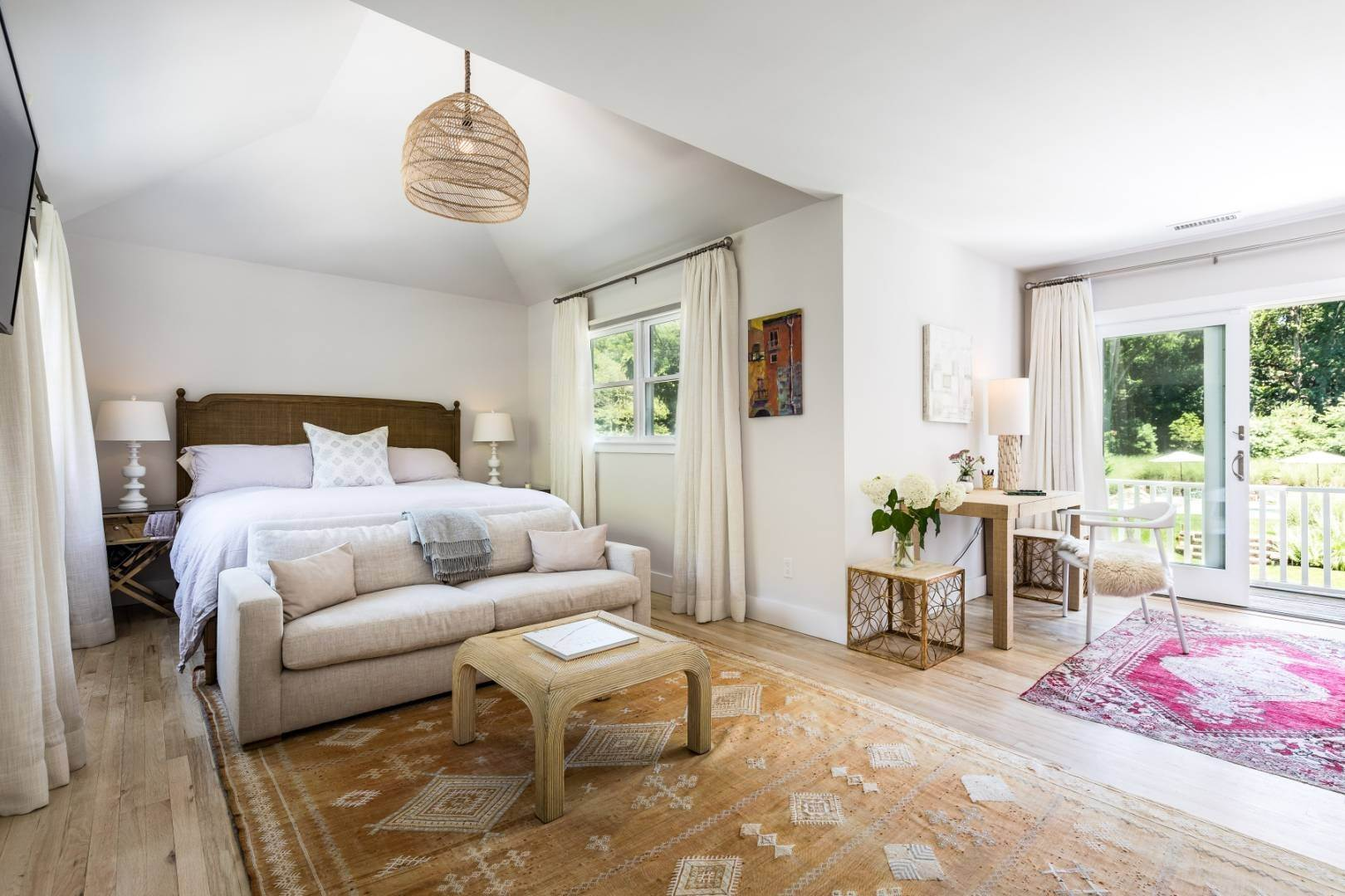 19. Single Family Home at Newly Renovated In North Haven Sag Harbor, NY 11963
