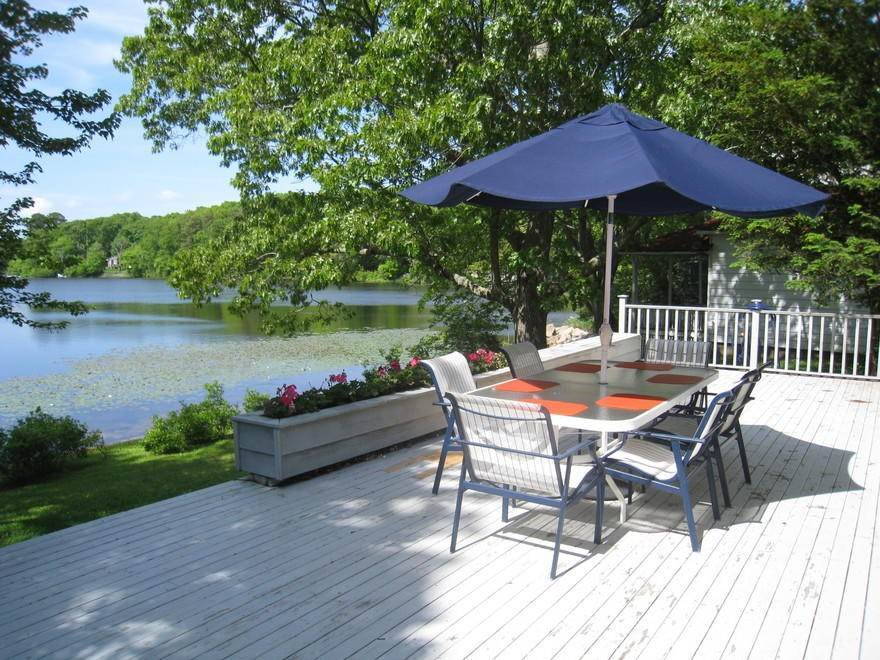 Single Family Home at Waterfront On Big Fresh Pond Southampton, NY 11968