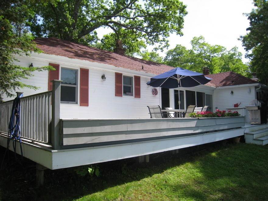 9. Single Family Home at Waterfront On Big Fresh Pond Southampton, NY 11968