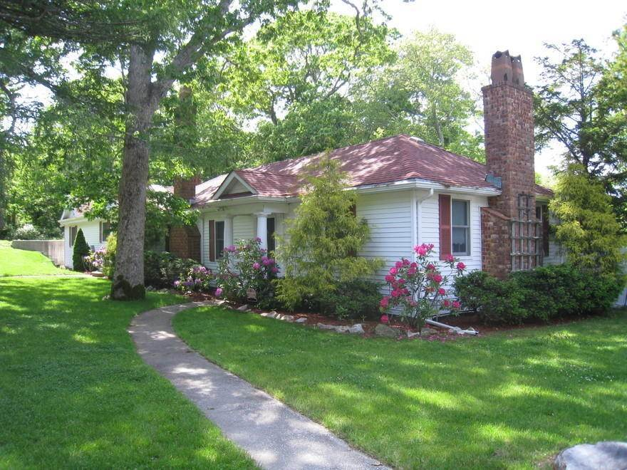 3. Single Family Home at Waterfront On Big Fresh Pond Southampton, NY 11968