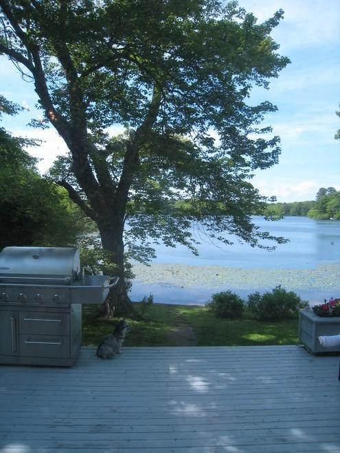 21. Single Family Home at Waterfront On Big Fresh Pond Southampton, NY 11968