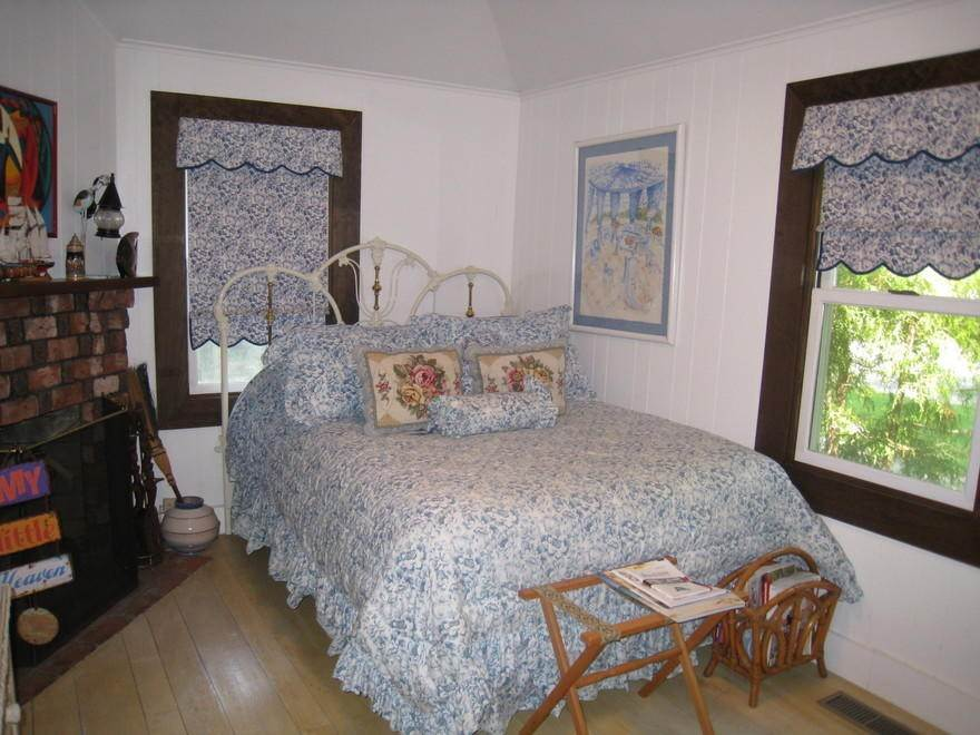 19. Single Family Home at Waterfront On Big Fresh Pond Southampton, NY 11968