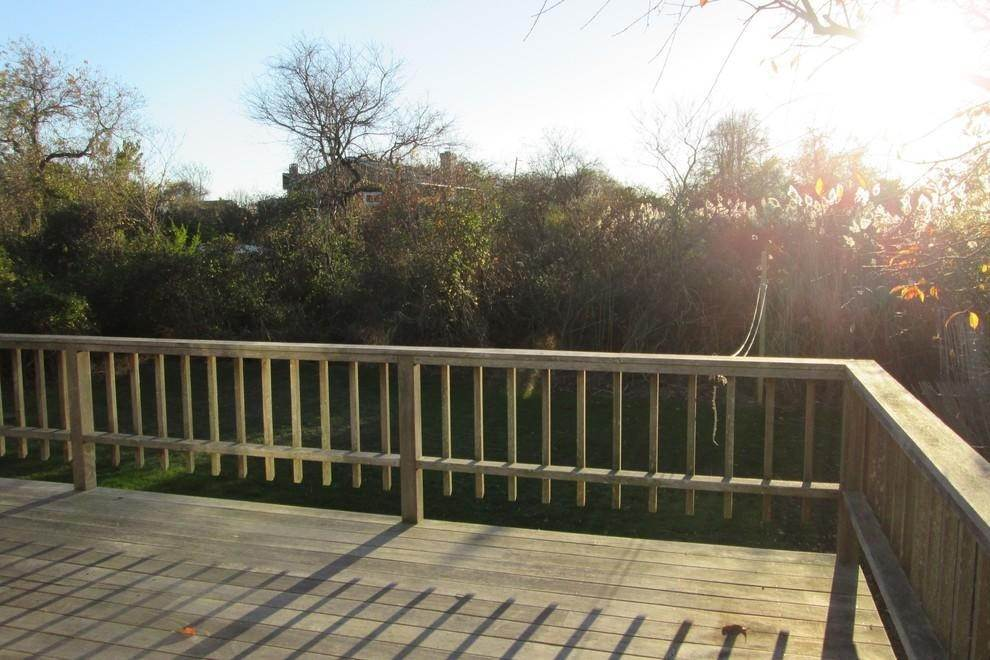 10. Single Family Home at Montauk - Sweet Ditch Plains Cottage Montauk, NY 11954