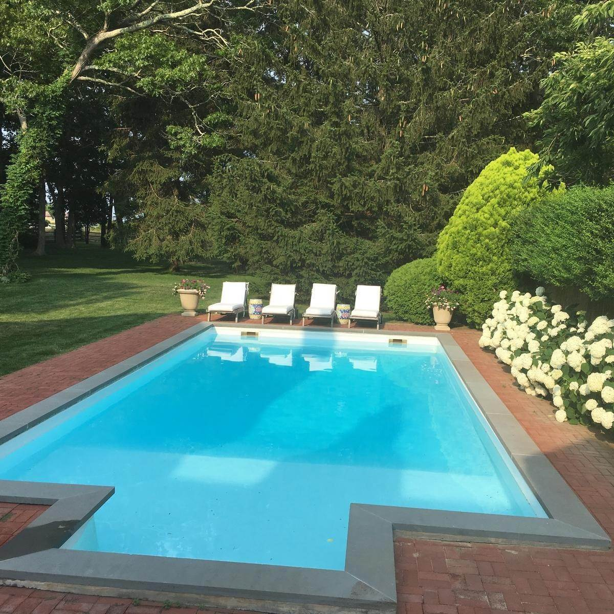 4. Single Family Home at Chic Water Mill-Traditional With Beautiful Park Like Grounds Water Mill, NY 11976