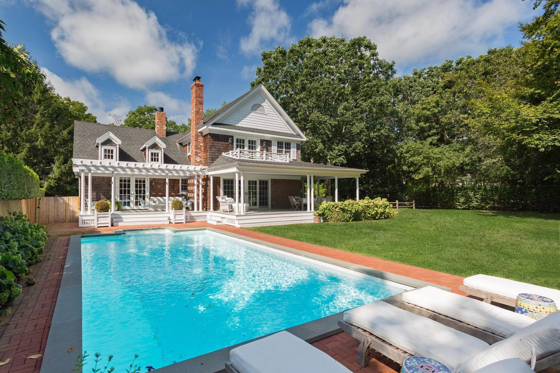 3. Single Family Home at Chic Water Mill-Traditional With Beautiful Park Like Grounds Water Mill, NY 11976