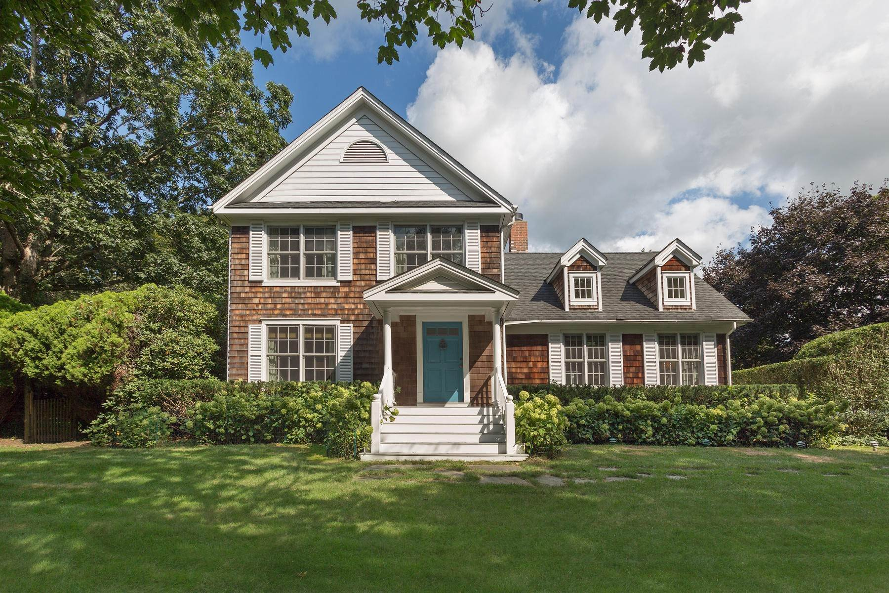 Single Family Home at Chic Water Mill-Traditional With Beautiful Park Like Grounds Water Mill, NY 11976