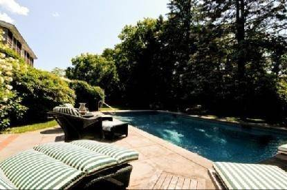 6. Single Family Home at East Hampton Village Rental East Hampton, NY 11937