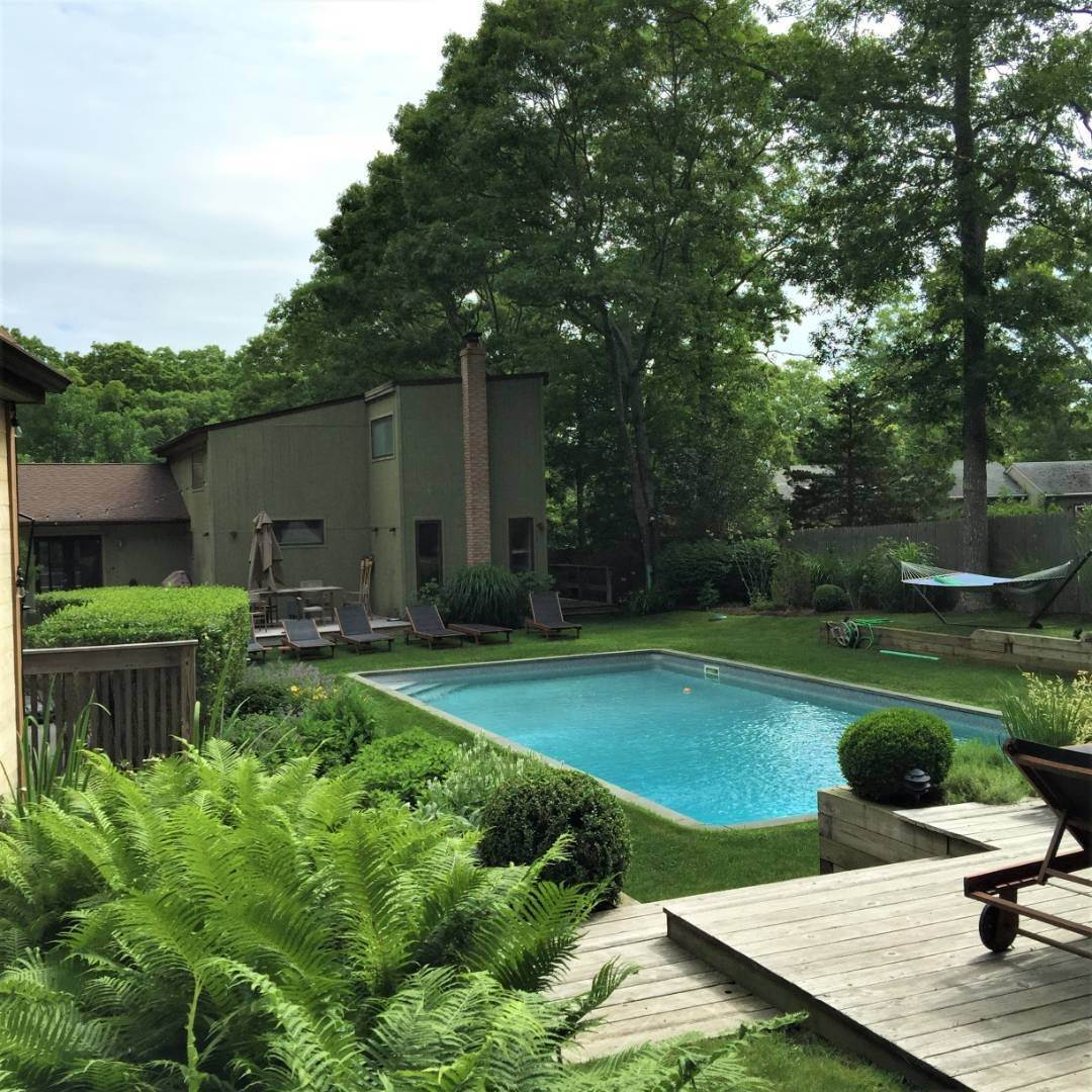 Single Family Home at Modern Three Level With Pool & Clearwater Beach Access East Hampton, NY 11937