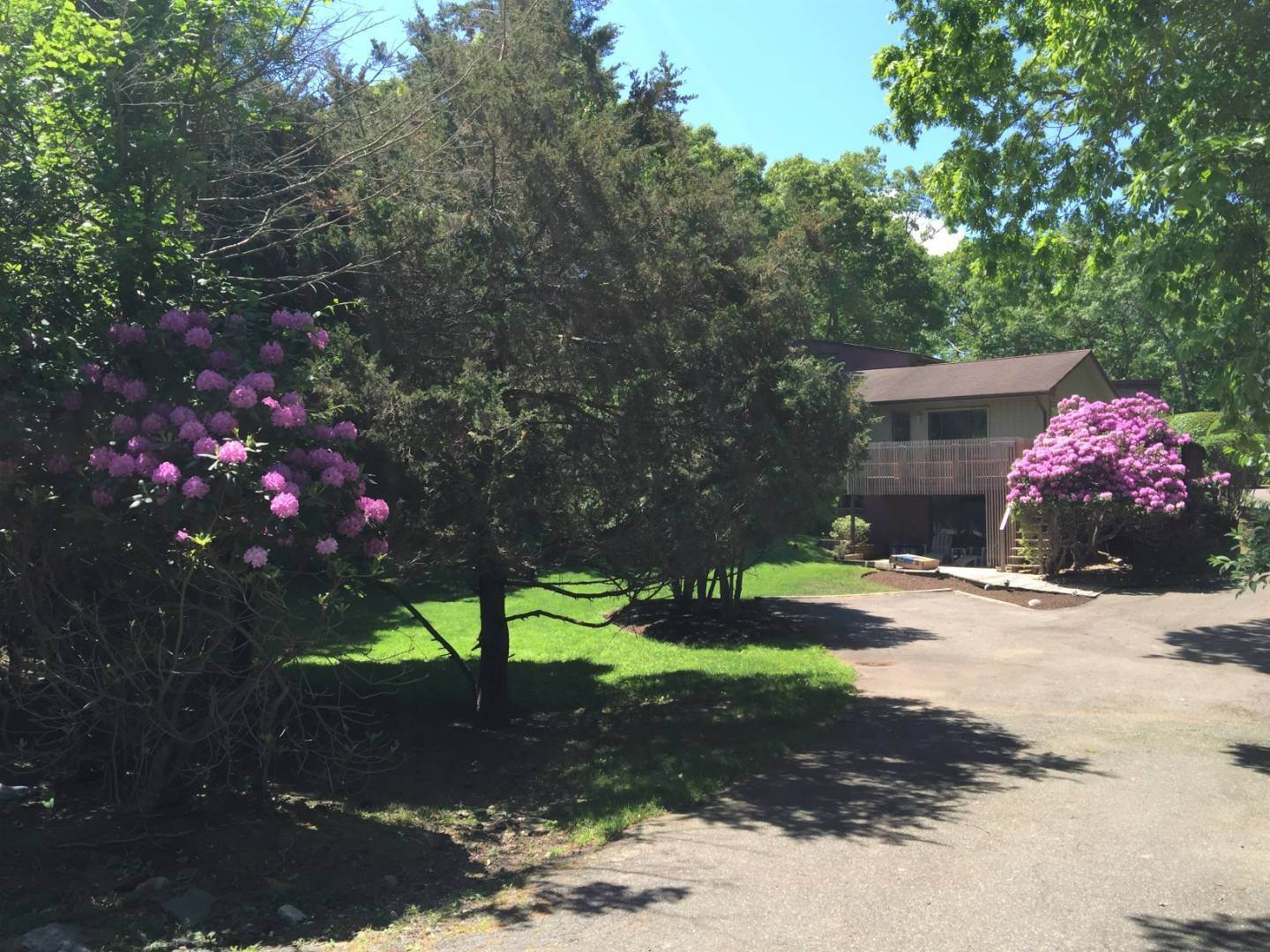 5. Single Family Home at Modern Three Level With Pool & Clearwater Beach Access East Hampton, NY 11937