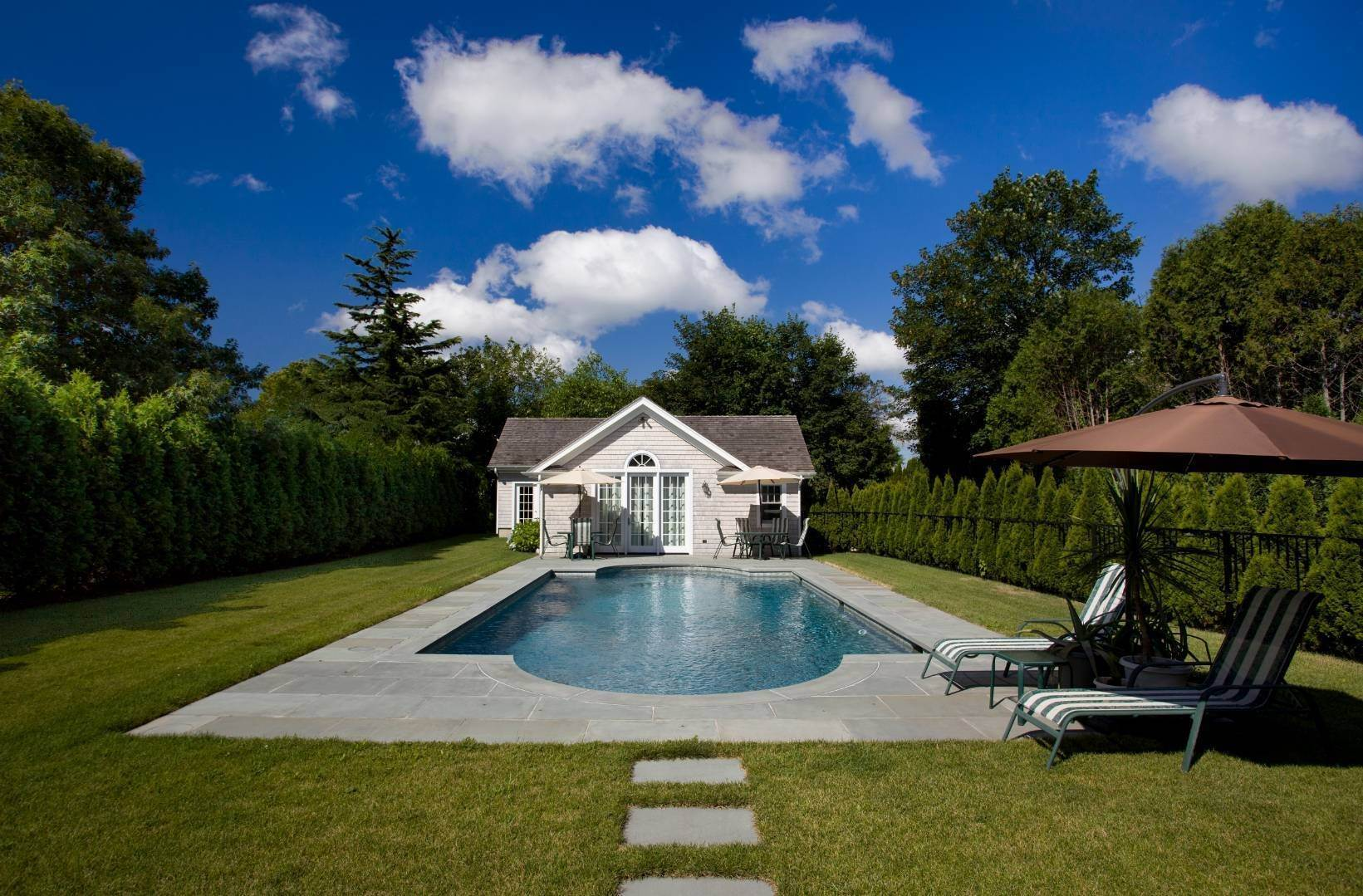 2. Single Family Home at Stunning Village Traditional Southampton, NY 11968