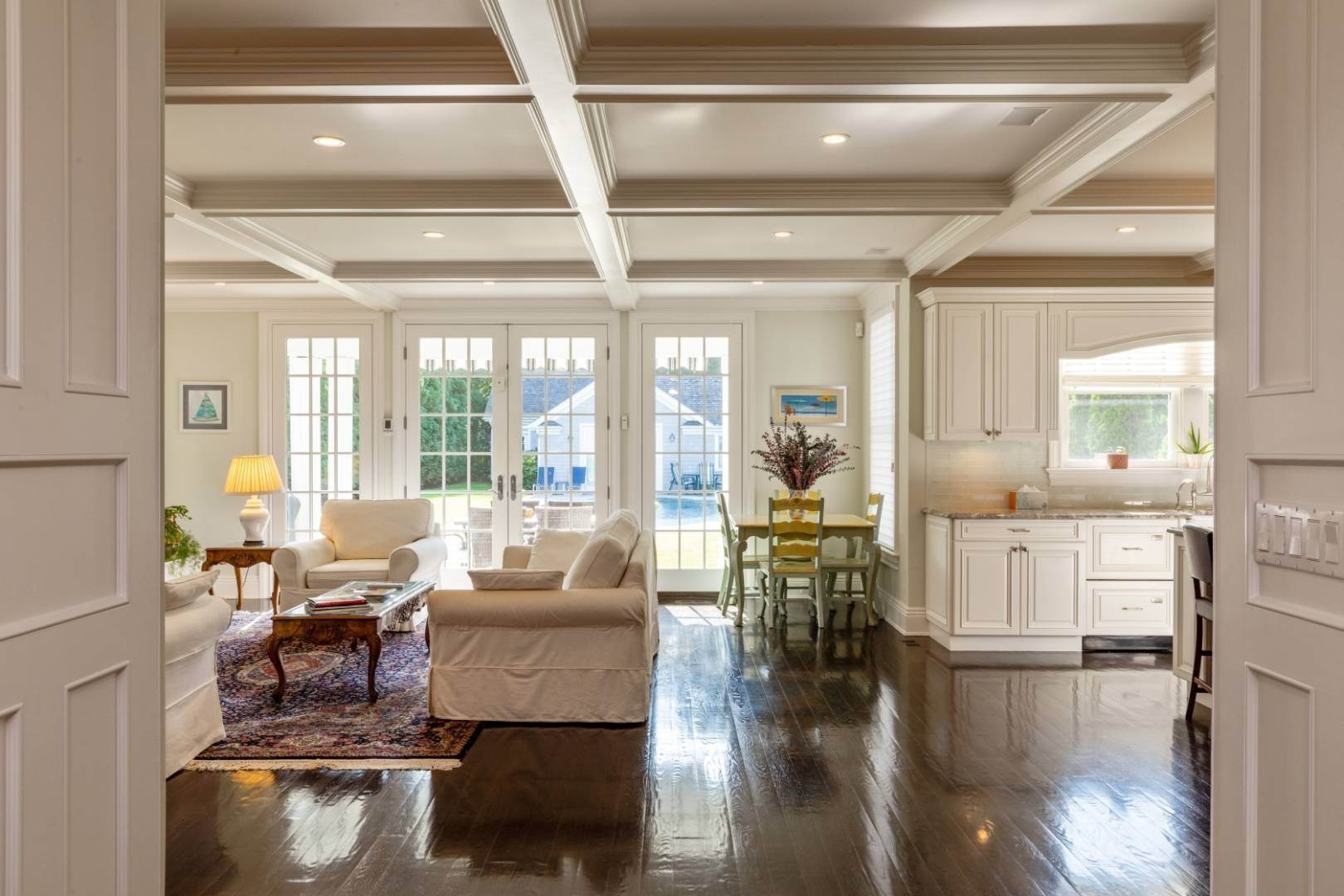 14. Single Family Home at Stunning Village Traditional Southampton, NY 11968