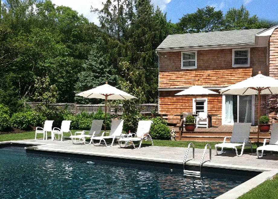 3. Single Family Home at Water Mill Chic Water Mill, NY 11976