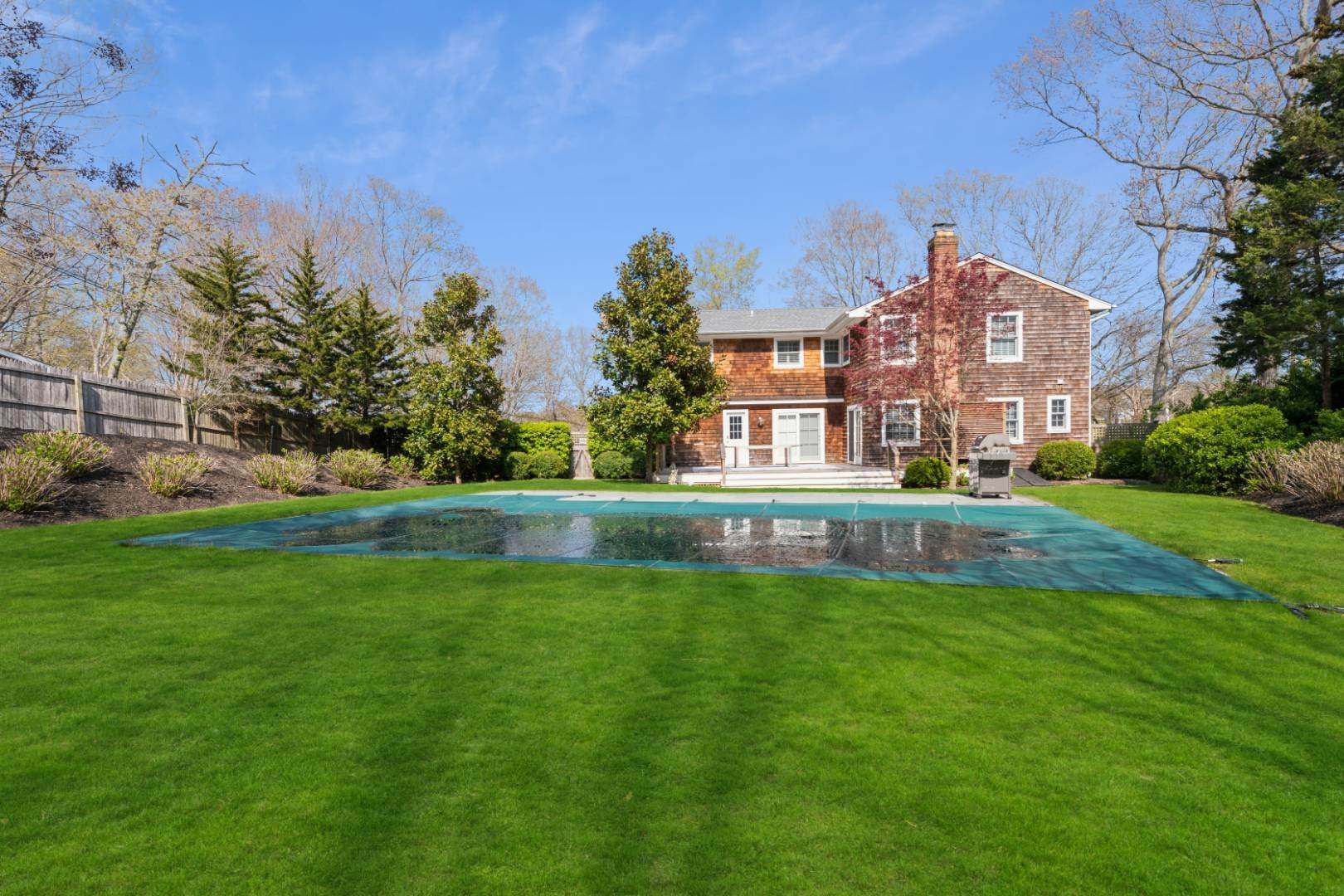 2. Single Family Home at Water Mill Chic Water Mill, NY 11976