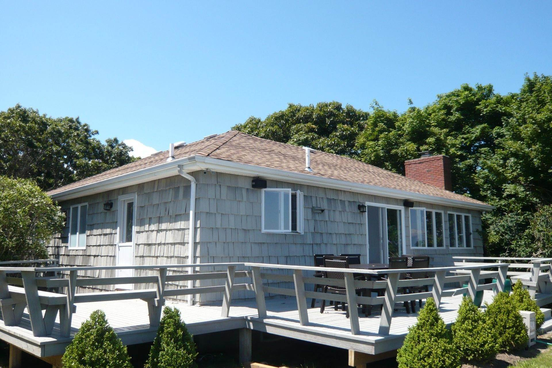 7. Single Family Home at Bay Front, Stunning Panoramic Views Southampton, NY 11968