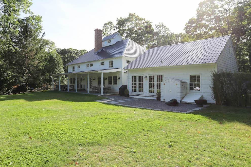 16. Single Family Home at Exquisite Wainscott South Vermont Style Barn Wainscott, NY 11975