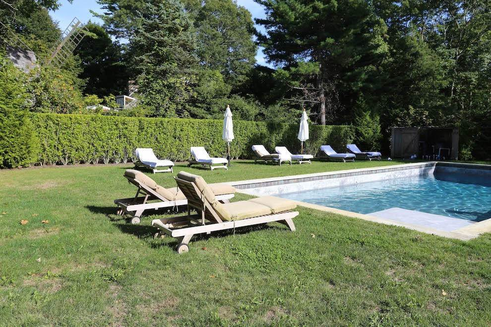 17. Single Family Home at Exquisite Wainscott South Vermont Style Barn Wainscott, NY 11975