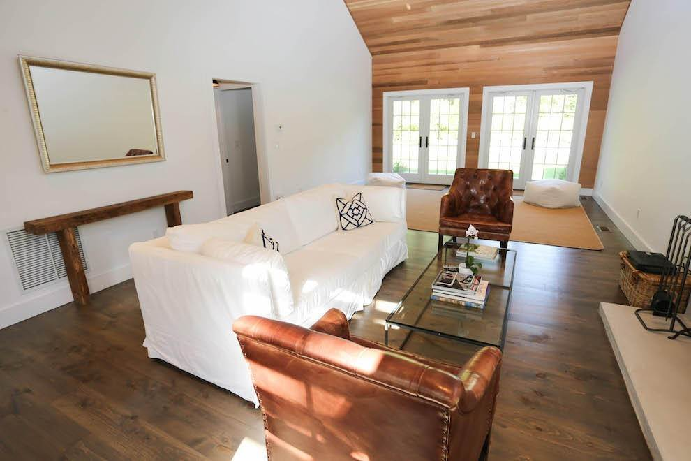 8. Single Family Home at Exquisite Wainscott South Vermont Style Barn Wainscott, NY 11975