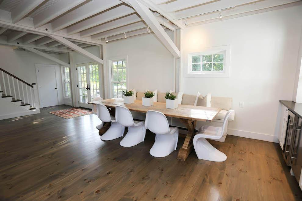 7. Single Family Home at Exquisite Wainscott South Vermont Style Barn Wainscott, NY 11975