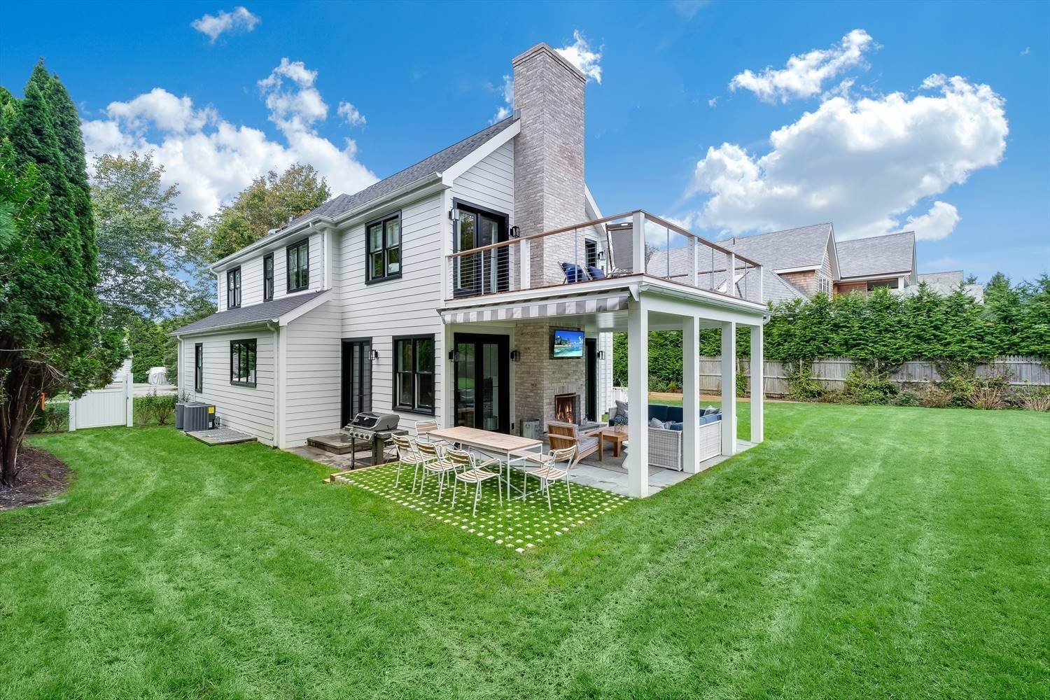 3. Single Family Home at Quintessential Hamptons Summer In Amagansett South 43 Hedges Lane, Amagansett, NY 11930