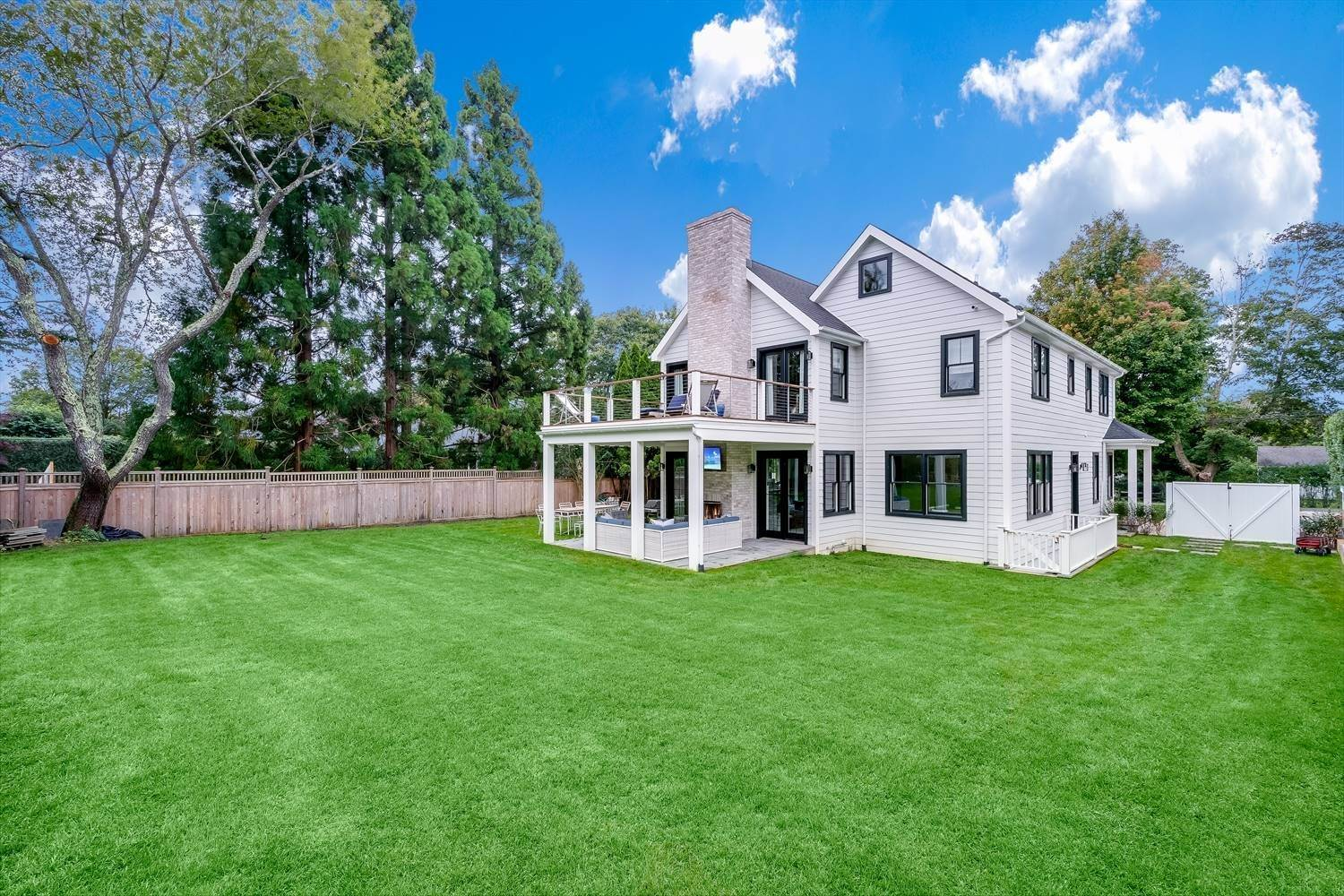 26. Single Family Home at Quintessential Hamptons Summer In Amagansett South 43 Hedges Lane, Amagansett, NY 11930