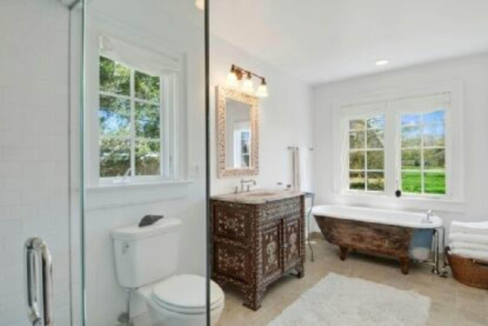 8. Single Family Home at Completely Charming Home East Hampton, NY 11937