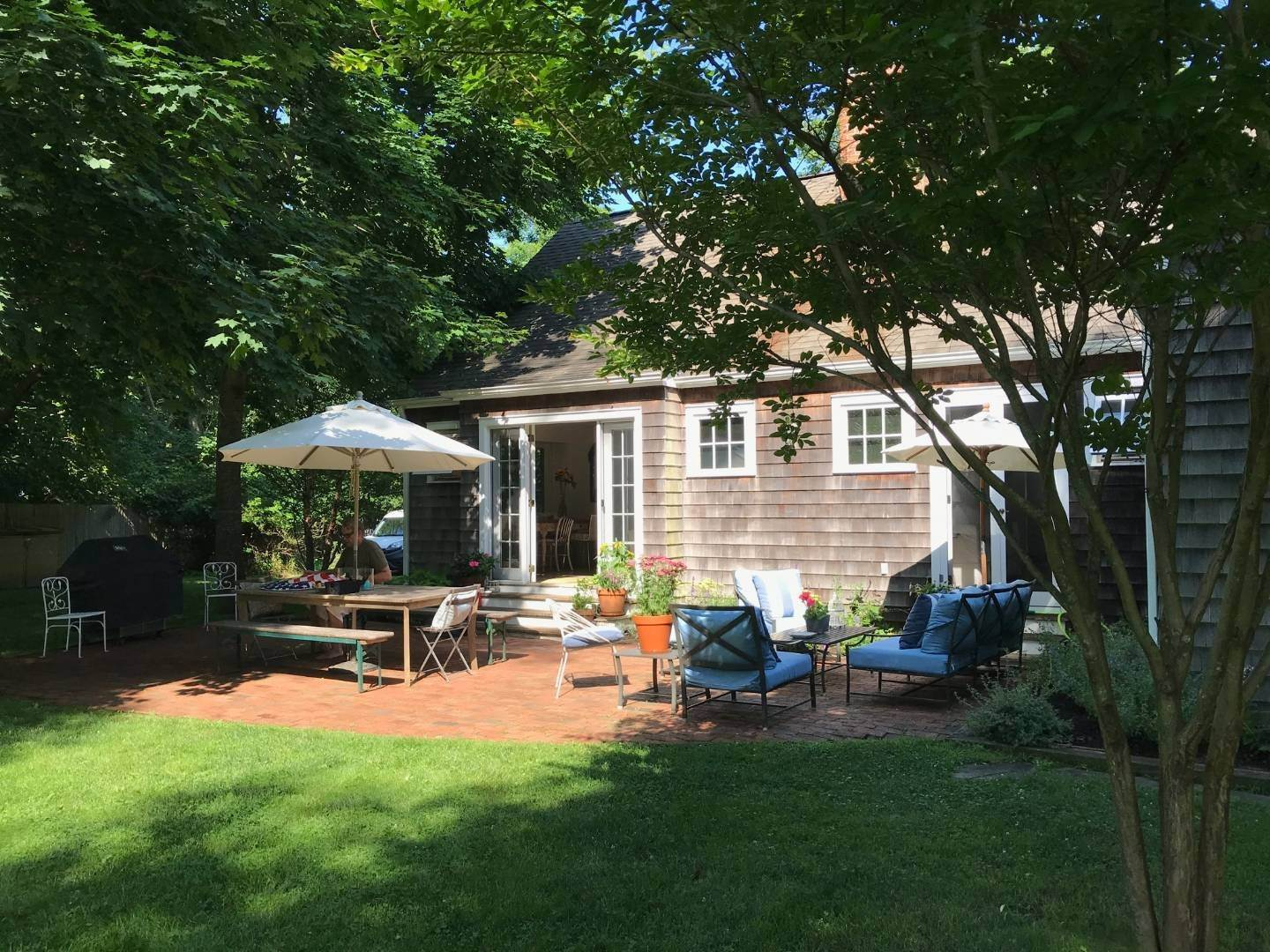 20. Single Family Home at Completely Charming Home East Hampton, NY 11937
