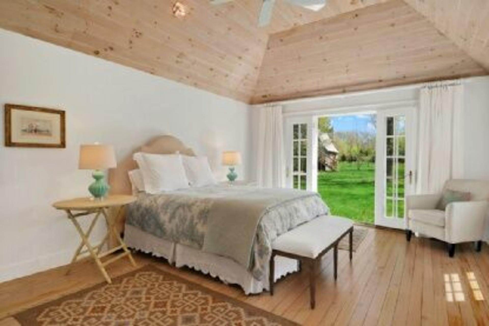 7. Single Family Home at Completely Charming Home East Hampton, NY 11937