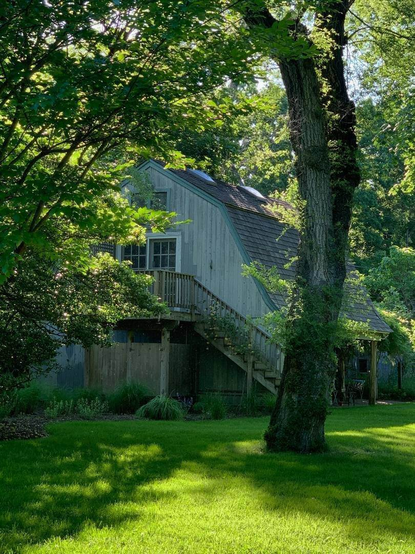 27. Single Family Home at Completely Charming Home East Hampton, NY 11937