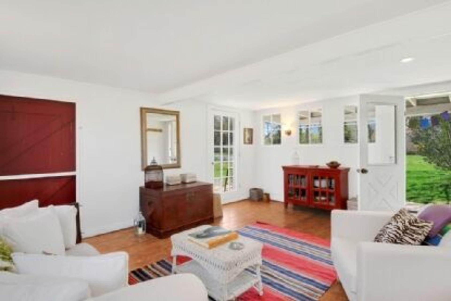 13. Single Family Home at Completely Charming Home East Hampton, NY 11937