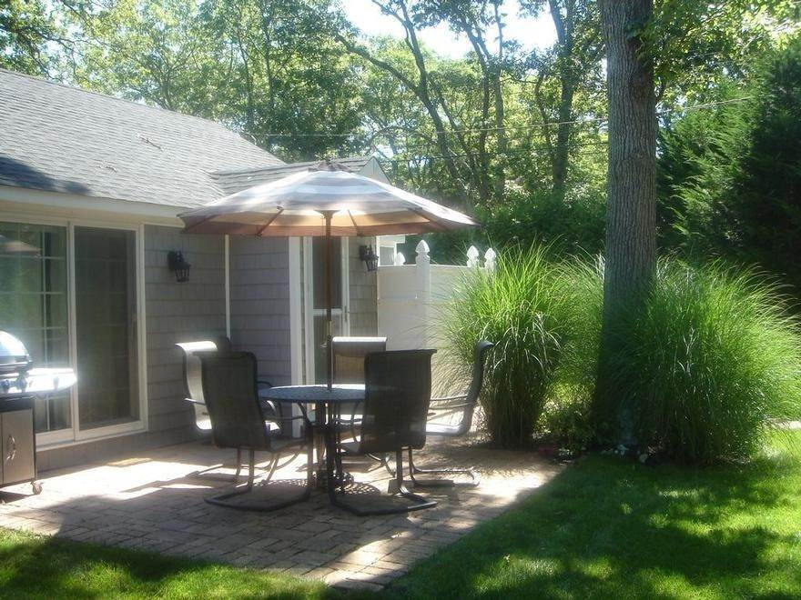 8. Single Family Home at Sag Harbor Beach Cottage Sag Harbor, NY 11963