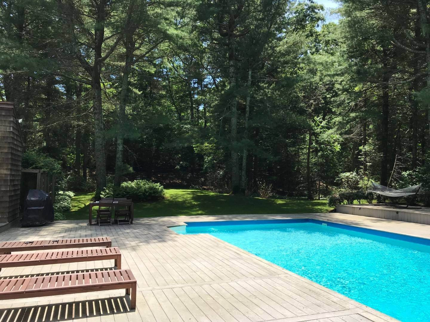 10. Single Family Home at Very Spacious Secluded Home East Hampton, NY 11937