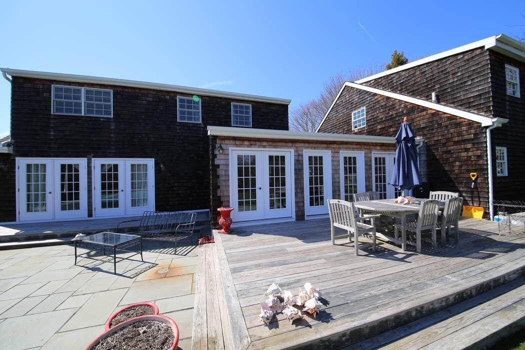 10. Single Family Home at Southampton Village Southampton, NY 11968
