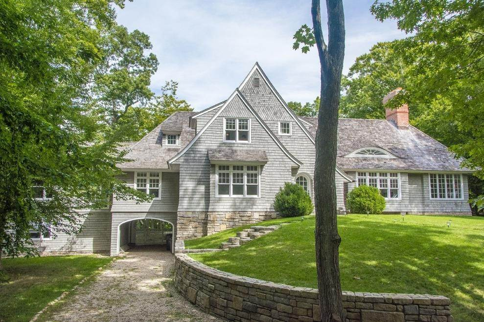 23. Single Family Home at New In Amagansett North - 60 Foot Pool Amagansett, NY 11930