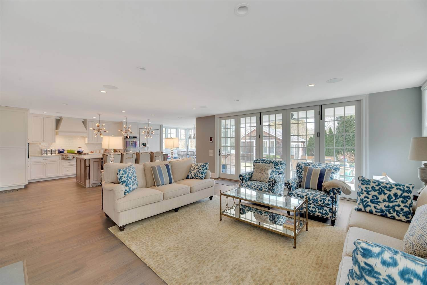 7. Single Family Home at Beautifully Decorated Village Home With New Pool And Pool House Southampton, NY 11968