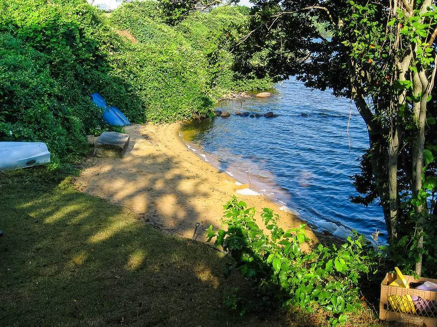 9. Single Family Home at Fabulous Location On Ft. Pond With Its Own Beach Montauk, NY 11954