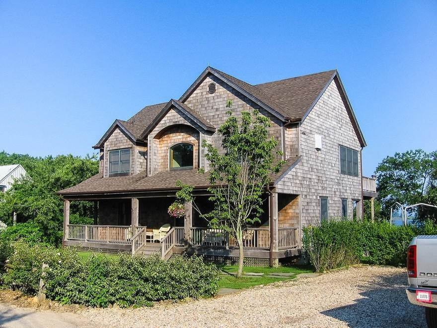 Single Family Home at Fabulous Location On Ft. Pond With Its Own Beach Montauk, NY 11954