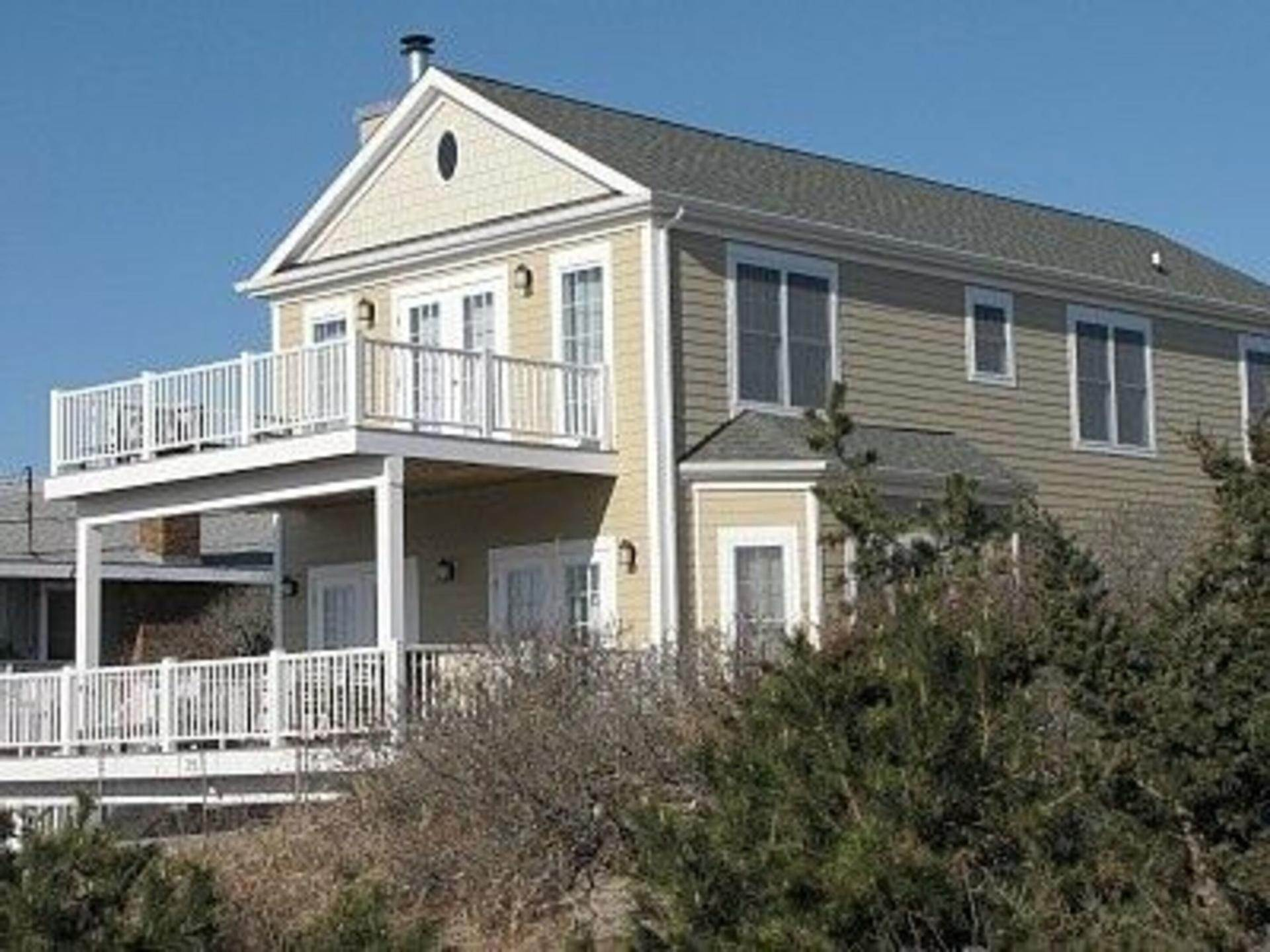 Single Family Home at Beautiful New Amagansett Dunes Beach House Napeague, NY 11930