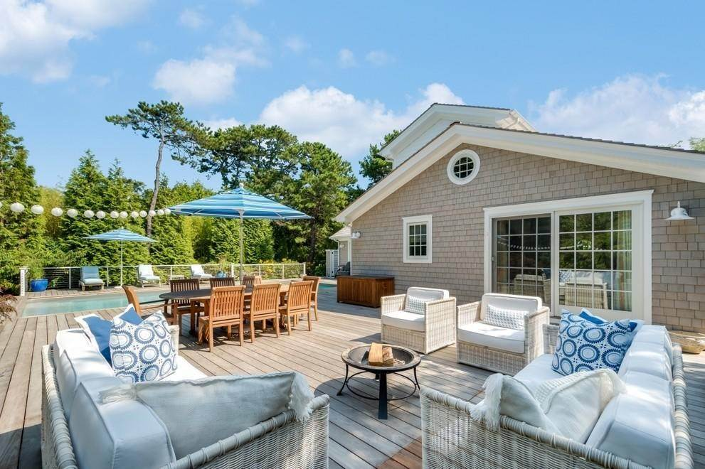 12. Single Family Home at New Designers Own Dunes Beach House With Pool Amagansett, NY 11930