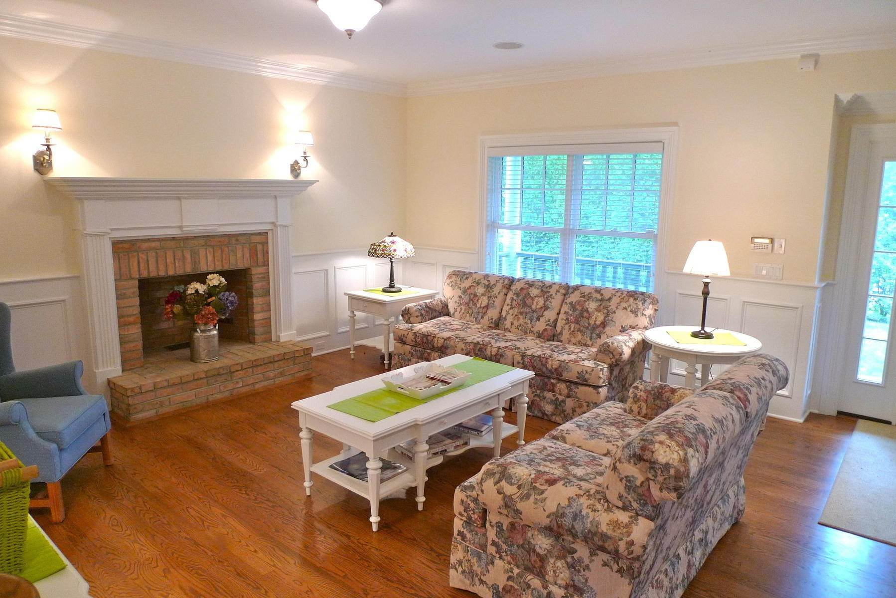 6. Single Family Home at Southampton Village Rental With Heated Pool Southampton, NY 11968