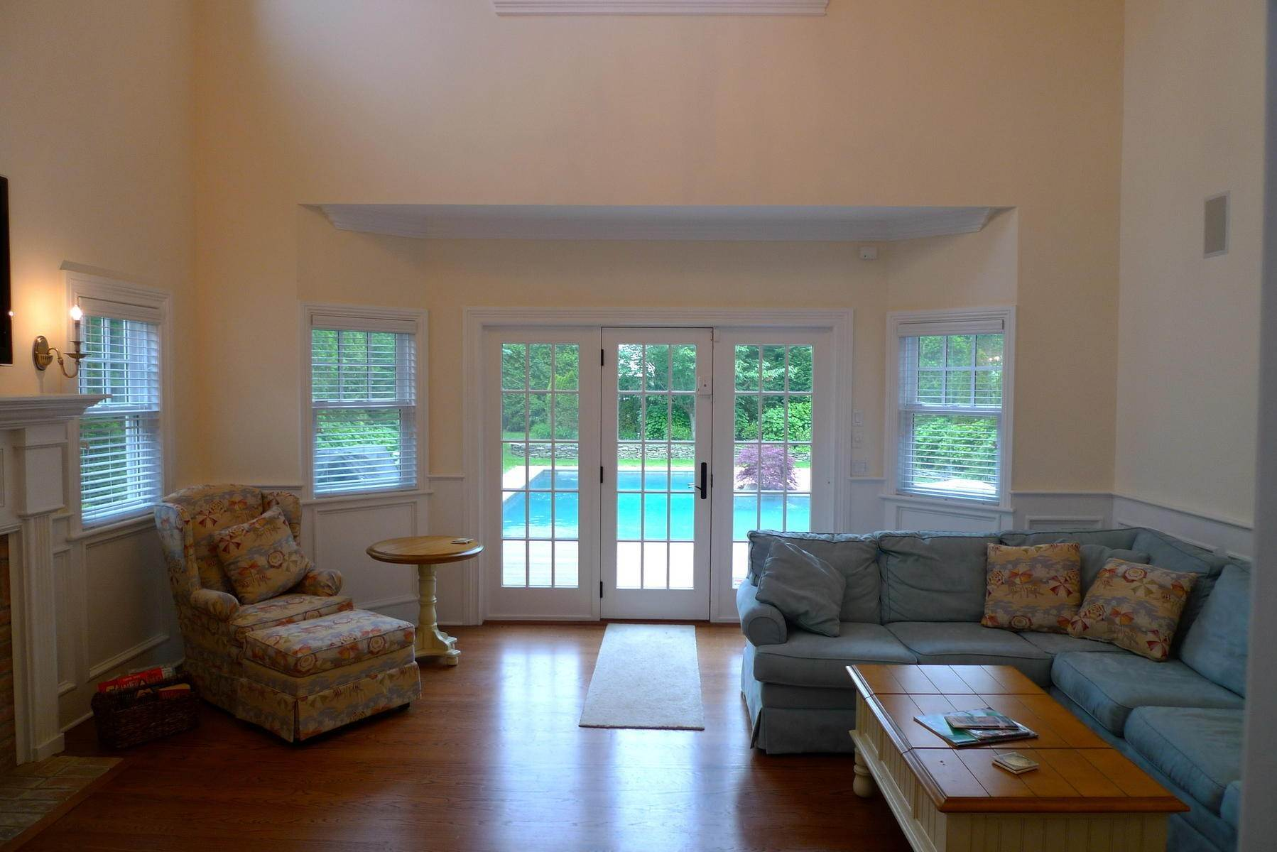 3. Single Family Home at Southampton Village Rental With Heated Pool Southampton, NY 11968