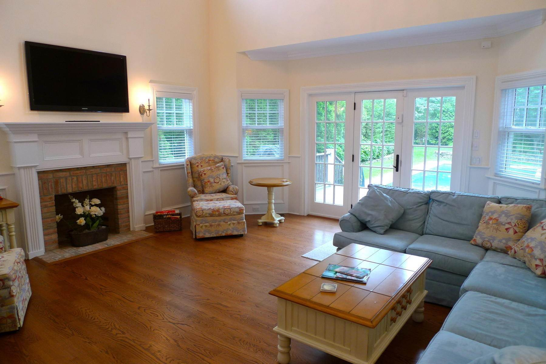 2. Single Family Home at Southampton Village Rental With Heated Pool Southampton, NY 11968