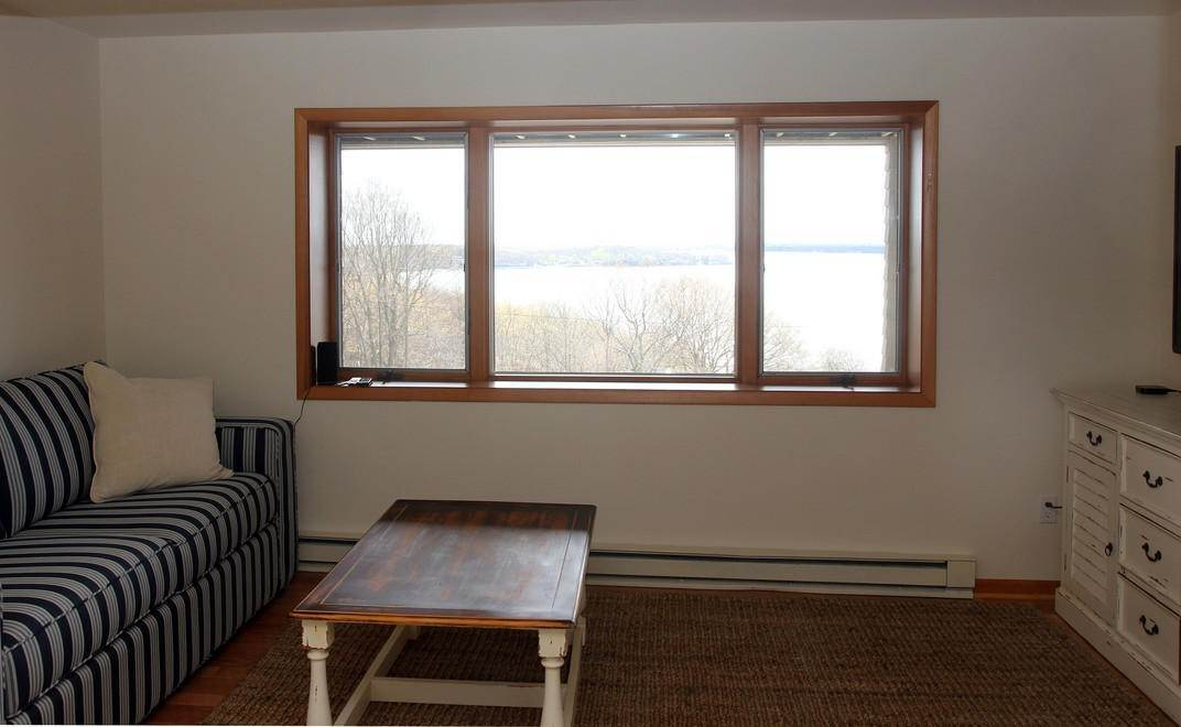 13. Single Family Home at Shelter Island Heights Home With Glorious Views Of The Sound Shelter Island Heights, NY 11964