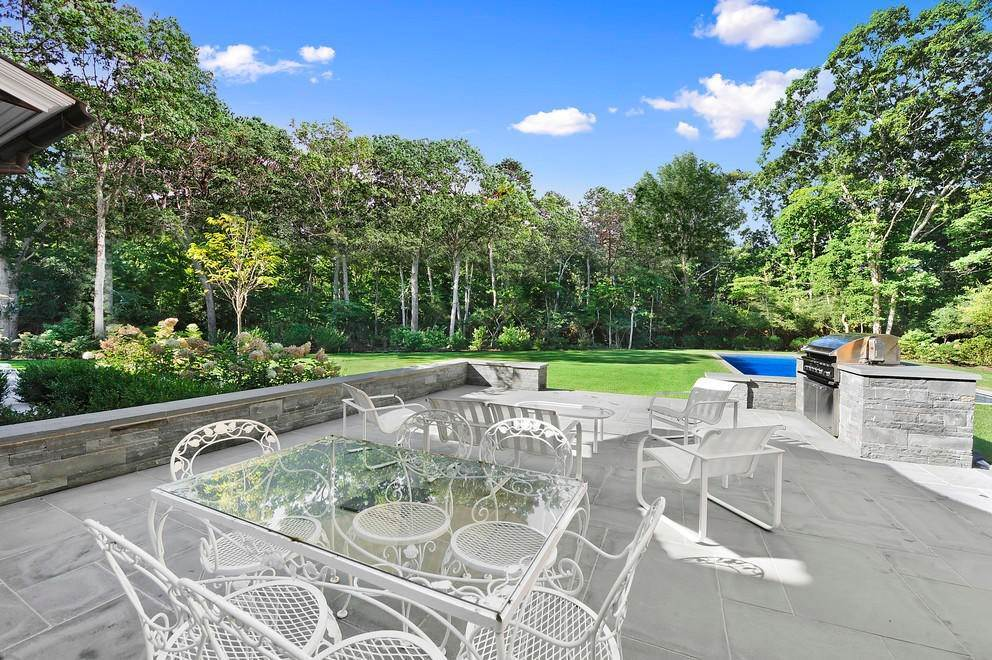 17. Single Family Home at Absolutely Stunning 169 Skimhampton Road, Amagansett, NY 11937