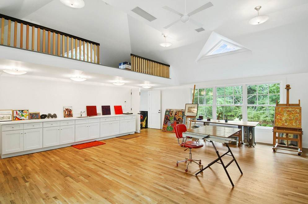 10. Single Family Home at Absolutely Stunning 169 Skimhampton Road, Amagansett, NY 11937