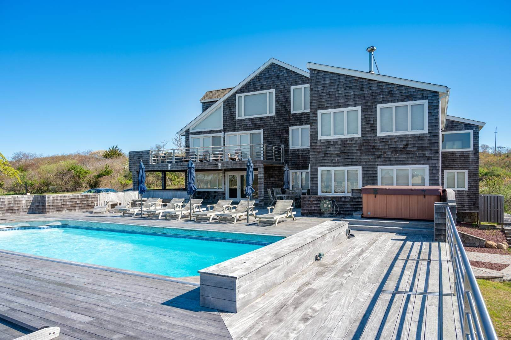 18. Single Family Home at High Atop A Hill With Major Waterviews Montauk, NY 11954