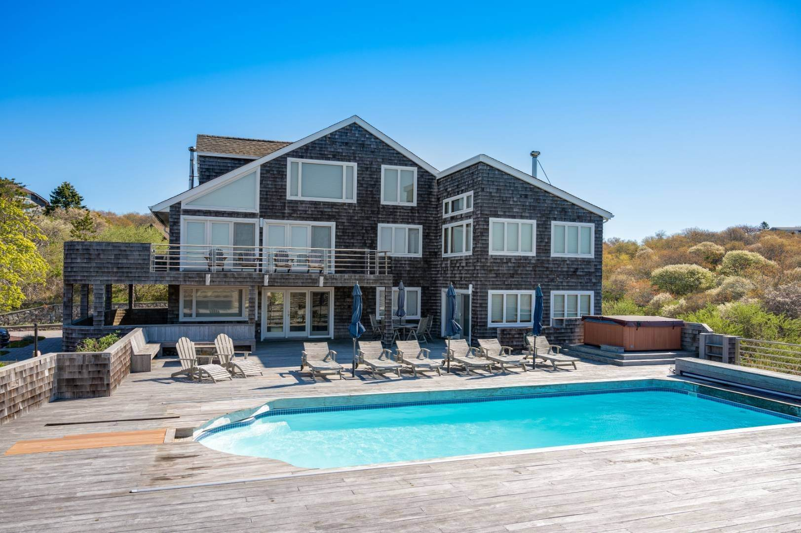 19. Single Family Home at High Atop A Hill With Major Waterviews Montauk, NY 11954