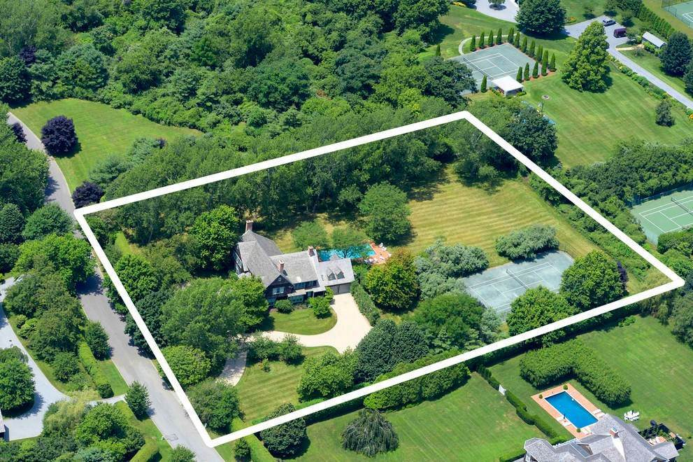 14. Single Family Home at The Ultimate Hamptons Home Bridgehampton, NY 11932