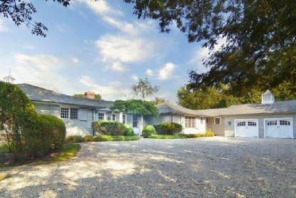 2. Single Family Home at East Hampton Beauty East Hampton, NY 11937