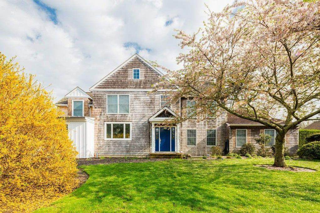 Single Family Home at Bridgehampton South Bridgehampton, NY 11932