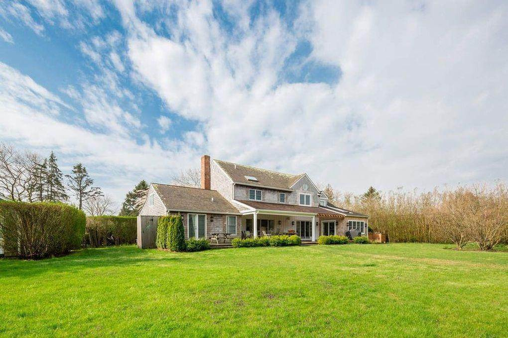 13. Single Family Home at Bridgehampton South Bridgehampton, NY 11932